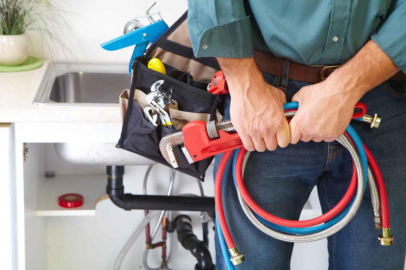 technicien d'entretien en plomberie